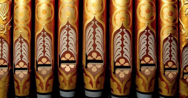 Close up of organ pipes